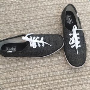 Keds  7 1/2 Dark Gray White